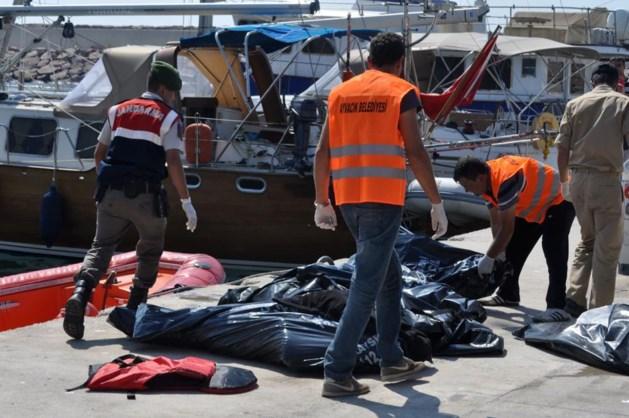 Dertien doden bij aanvaring tussen vluchtelingenboot en ferry in Turkije