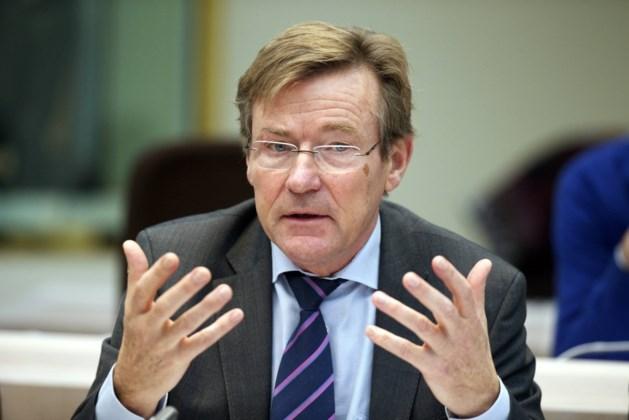 Van Overtveldt: 'Geen fiscale aftrek voor asielzoekers zonder beroepsinkomen'
