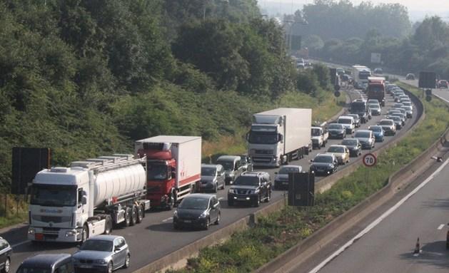 Kettingbotsing zorgt voor gigantische file vanuit Brussel richting Limburg