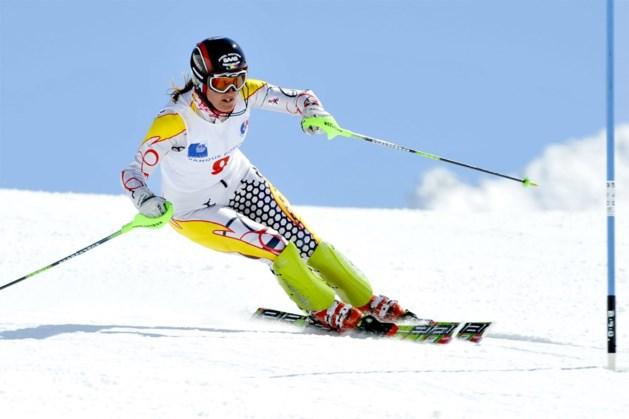 Karen Persyn bergt skilatten op