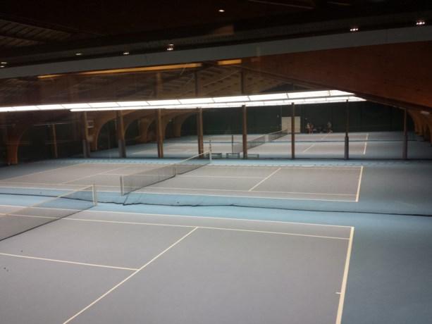 Nieuwe vloer voor tennishal Aan de Engelse Hof