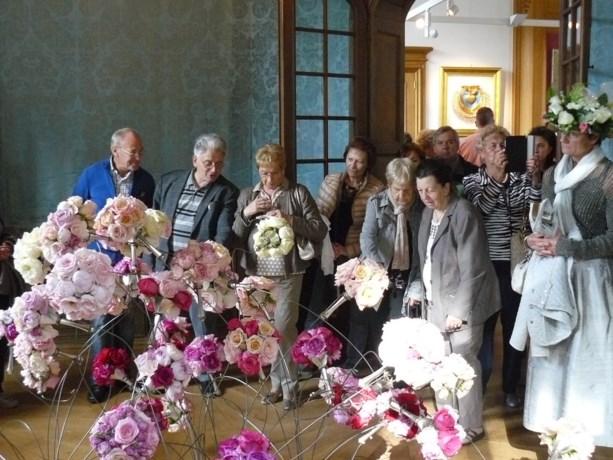 Neos Kuringen geniet van bloemenweelde op Alden Biesen.