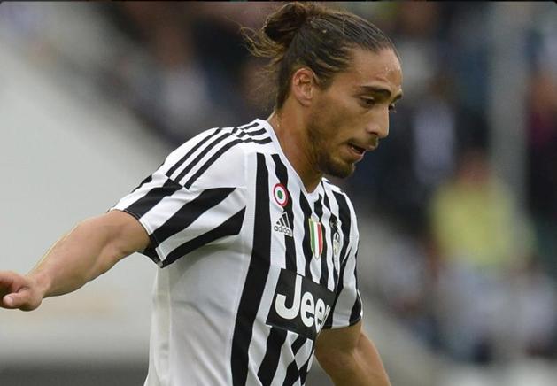 Juventus-verdediger ramt zijn Ferrari in een bushokje