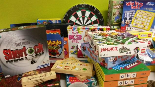 De Sint schonk  dit weekend 500 stukken speelgoed  aan kinderen uit kansarme gezinnen