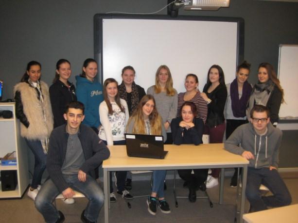 Leerlingen van TI Sparrendal geven computerlessen