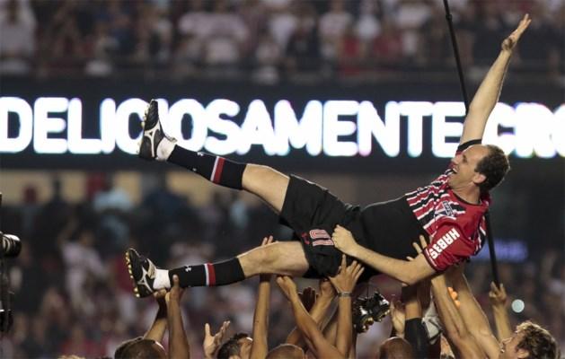 Recorddoelman Rogerio Ceni (Sao Paulo) uitgezwaaid door 60.000 supporters