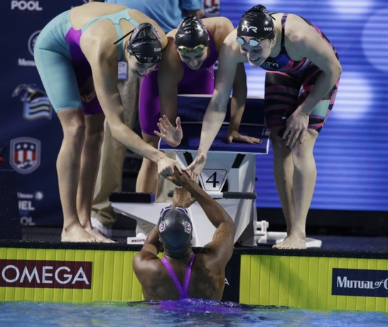 Amerikaanse vrouwenploeg 4x100m wissel verbetert wereldrecord