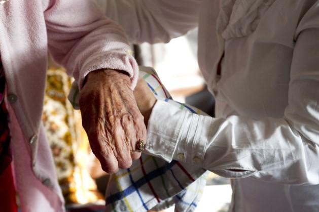 Bejaardenhelpster krijgt 12 maanden cel voor diefstal van ruim 33.000 euro