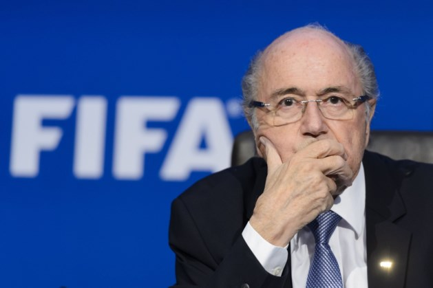 """Blatter geeft FIFA op: """"Ze hebben me in de steek gelaten"""""""