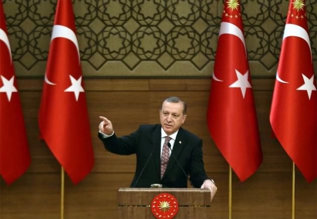 """Erdogan wil vluchtelingen doorsturen: """"Staat er 'idioot' op ons voorhoofd?"""""""