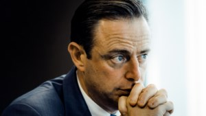 """De Wever: """"Uitspraken oppositie zijn behoorlijk dom"""""""