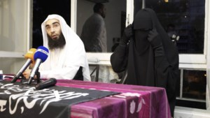 """""""Nikab-meisje"""" krijgt celstraf met uitstel voor geweld tijdens politiecontrole"""
