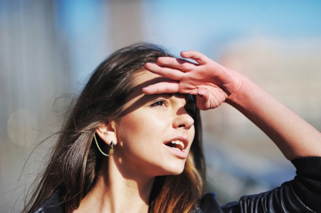 Vanwaar komen die zwevende 'draadjes' voor je ogen bij mooi weer?