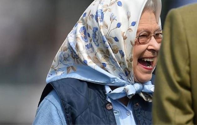 Koningin Elizabeth dolblij met cadeaubon van 50 pond