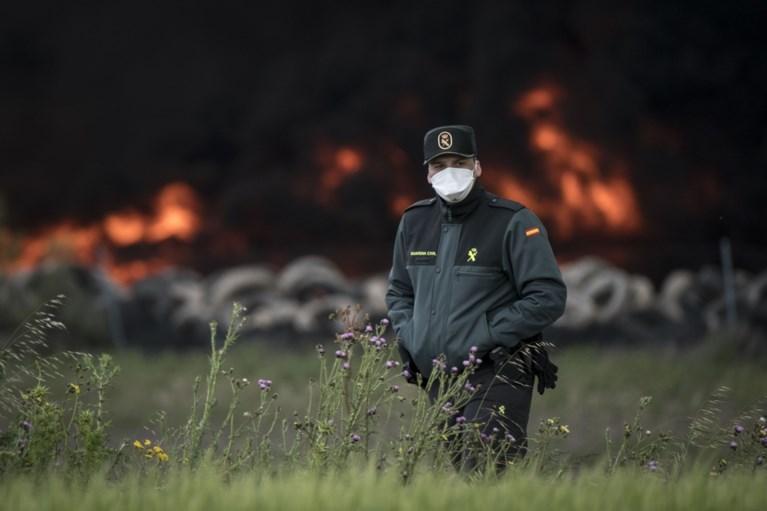 Enorme brand op bandenkerkhof hult Madrid in zwarte giftige rook