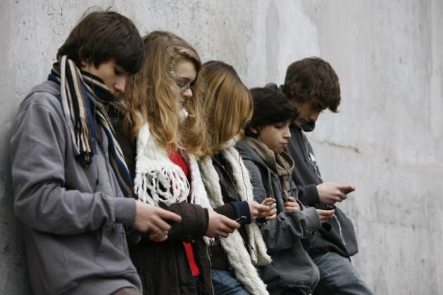 """""""Verbied smartphone op de speelplaats"""""""