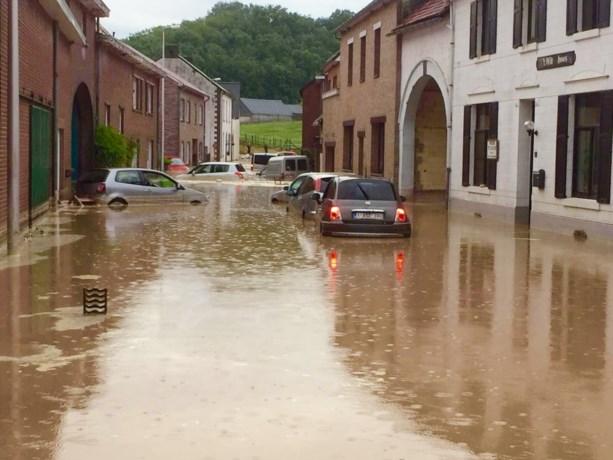 Storm boven Limburg: Auto's drijven weg, hangbuikzwijnen verdronken en rusthuizen onder water