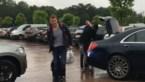 Rode Duivels arriveren in de gietende regen in Genk