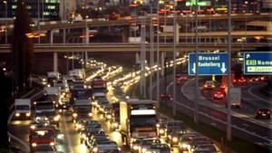 Vrachtwagen verspert E40: rijbaan vrij, chauffeur lichtgewond