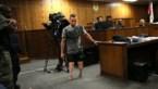 Emotionele Pistorius moet zonder protheses door rechtbank stappen