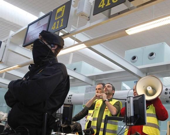 Chaos op de luchthaven van Barcelona: politie rukt uit