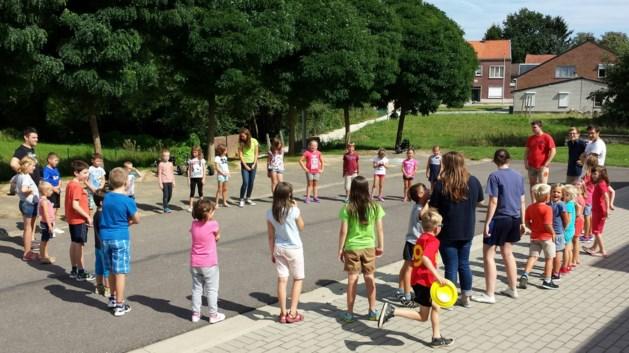Samen Spelen aan het buurthuis in Vechmaal