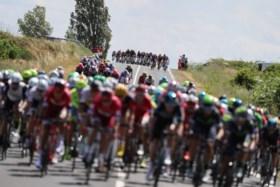 Ritwinnaar Sagan helpt Froome aan secondewinst na spectaculaire waaieretappe