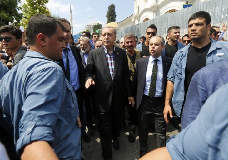 """Erdogan houdt """"grote kuis"""" na mislukte staatsgreep"""