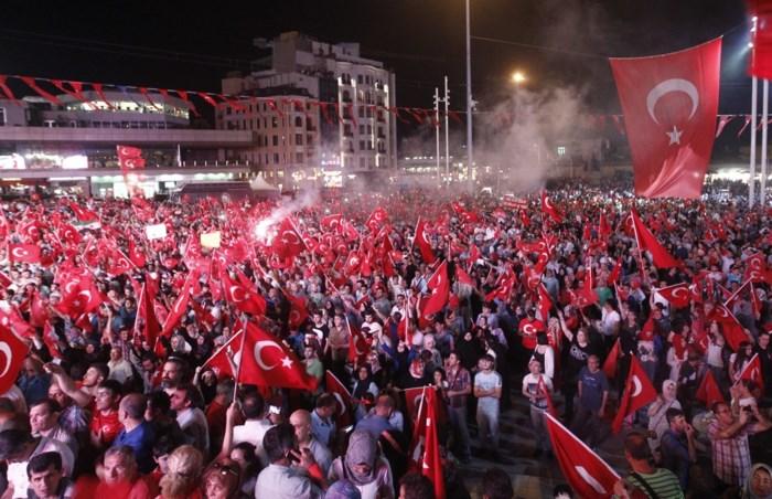 Erdogan haalt nu echt de grove borstel boven
