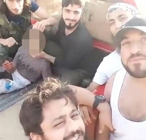 Syrische rebellen onthoofden kind in video