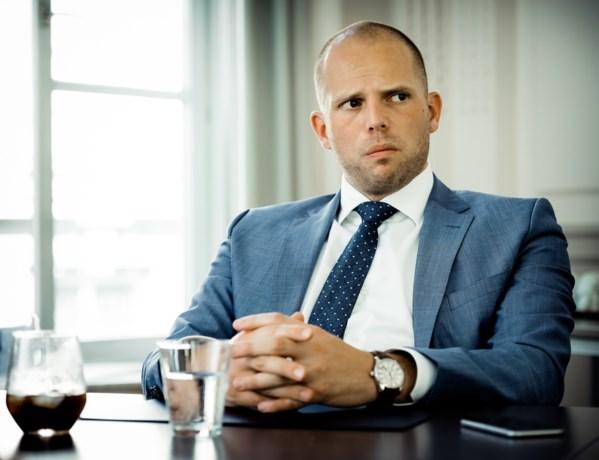 Francken legt adviezen Commissariaat-Generaal voor het eerst naast zich neer