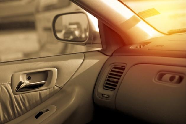 18 maanden oud meisje sterft na vier uur in oververhitte auto