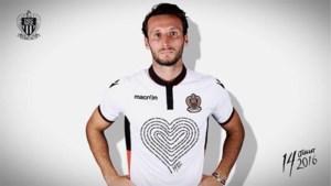 Voetbalclub Nice brengt hulde aan slachtoffers aanslagen met aangepast truitje