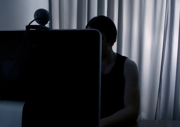 Twintiger krijgt 3 maanden cel voor 15.000 kinderpornofoto's