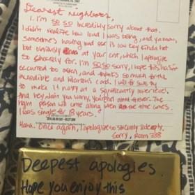 Studente klaagt over te luide seksleven van buren, maar krijgt grappig briefje terug