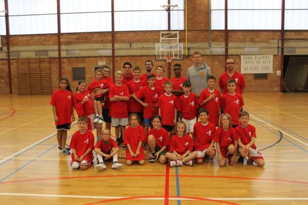 Limburg United-speler bezoekt herfststage van Stevoortse jeugdbasketspelers
