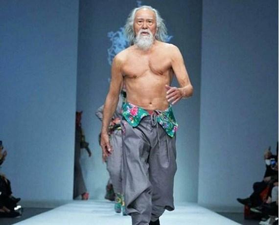 Tachtigjarig model verandert kijk op leeftijd