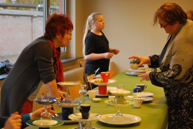 KVLV-dames uit Gerdingen geven creatieve workshop etageres maken