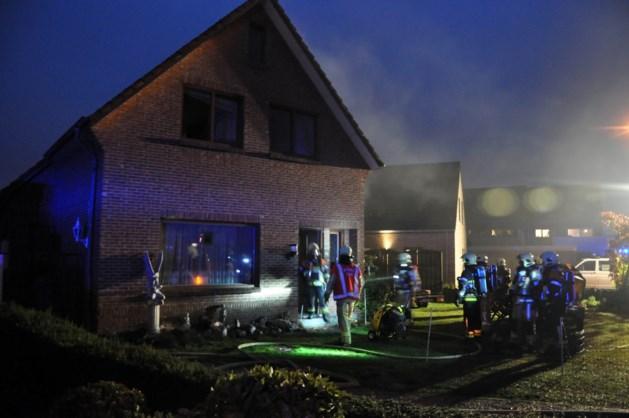 Woning onbewoonbaar na brand in achterbouw