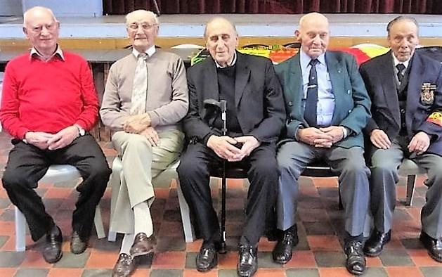 Vijf oud-strijders samen op één foto