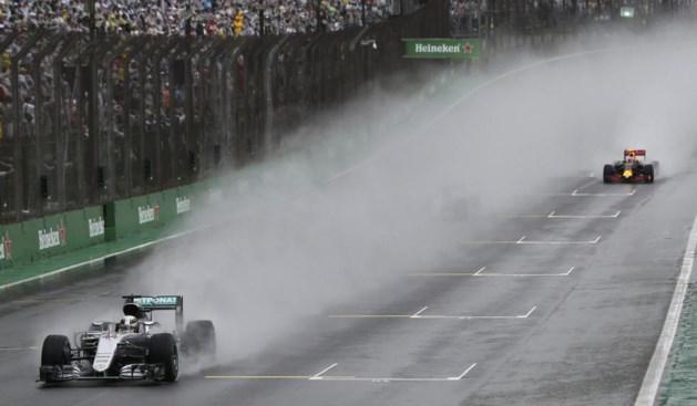 Hamilton wint incidentrijke GP van Brazilië en verlengt titelstrijd