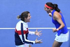 Caroline Garcia brengt Frankrijk op één zege van eindwinst in Fed Cup