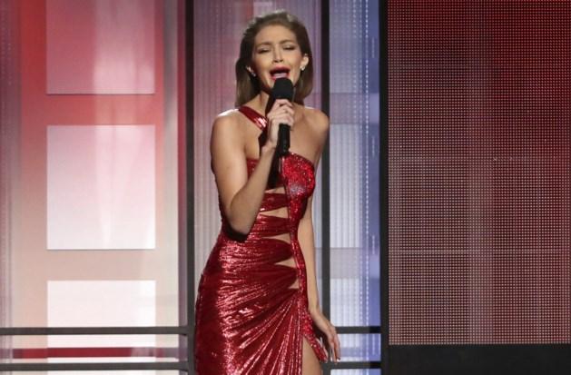 Topmodel aapt Melania Trump na op de AMA's