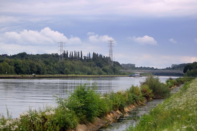 Civiele bescherming ingeschakeld voor kilometerslange olievlek op Albertkanaal