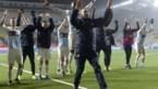 Mooi moment: Buffel viert mee met Genkse fans