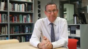 """Toxicoloog Jan Tytgat waarschuwt: """"Paniekvoetbal is niet nodig,  maar vervang rubberkorrels"""""""