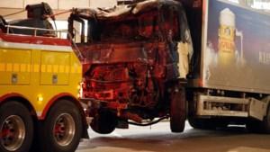 """Vrachtwagen rijdt in op voetgangers in Stockholm: gearresteerde verdacht van """"terroristisch misdrijf"""""""