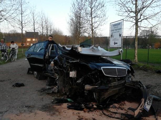 Auto vliegt uit de bocht in Lommel: twee gewonden