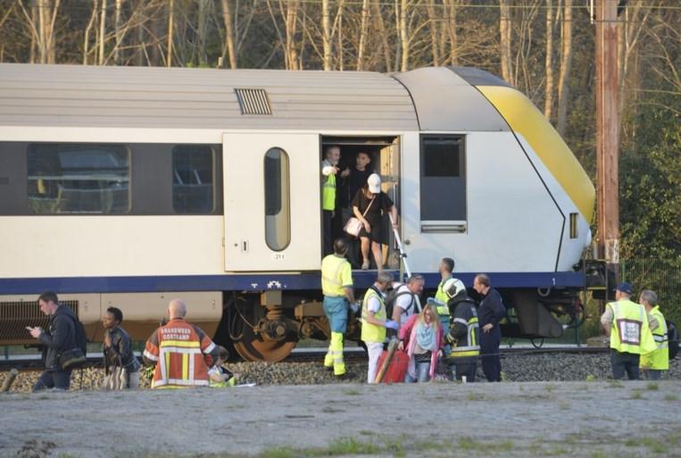 Meer dan tweeduizend reizigers vast op trein zonder airco: medisch rampenplan afgekondigd