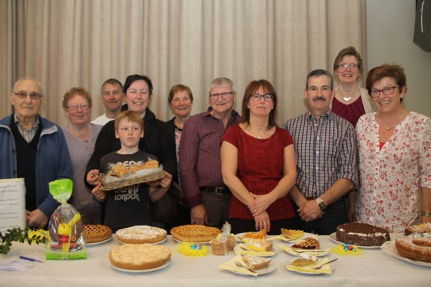 Parochieteam bakt taart voor project zuster Anna Winters in Kikwit